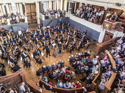 Photo of full orchestra and audience in the Sheldonian