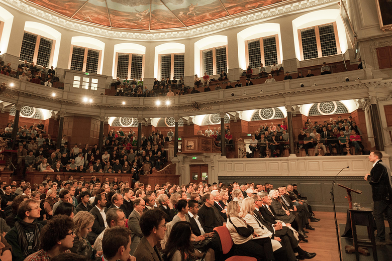 Photo of a lecture taking place to a full audience in the Sheldonian Theatre